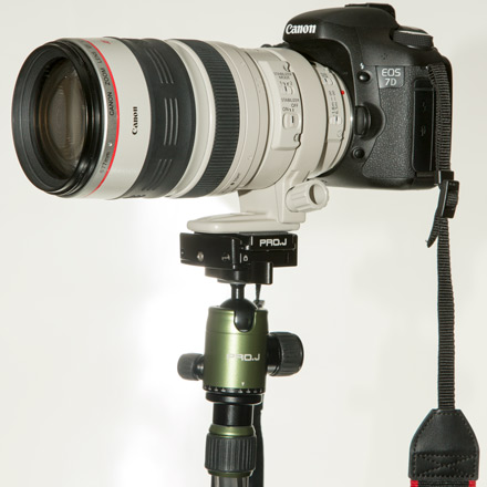Easily supports Canon 7D with 100-400mm lens